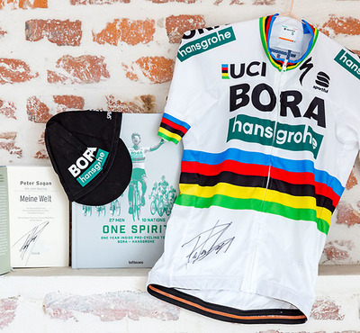 "Foto zu dem Text ""United Charity: versteigert Sagan-Fan-Paket"""