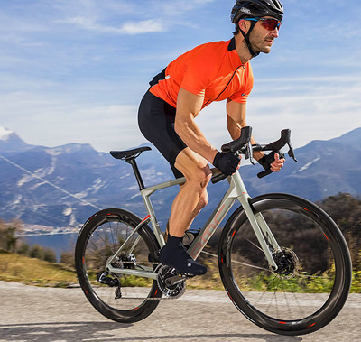 "Foto zu dem Text ""BMC Roadmachine 01 One: Komfort, Sport und Aero"""